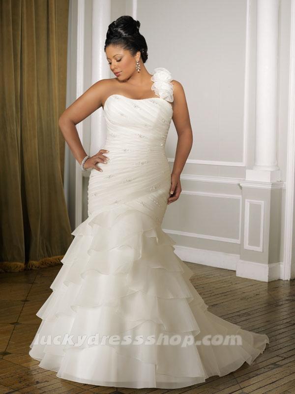 plus size bride, plus size bridal, lucky dress shop