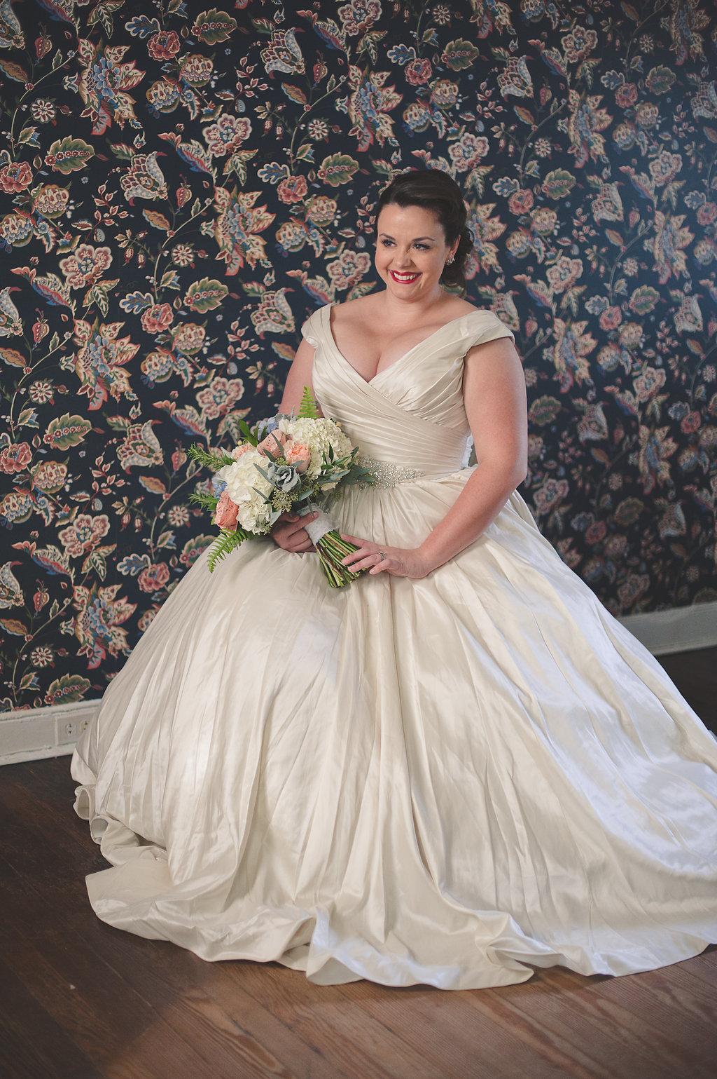 curvy brides, plus size brides