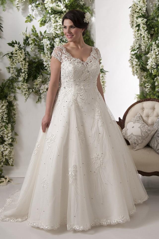 2016 the pretty pear bride plus size bridal magazine for Puerto rico wedding dresses