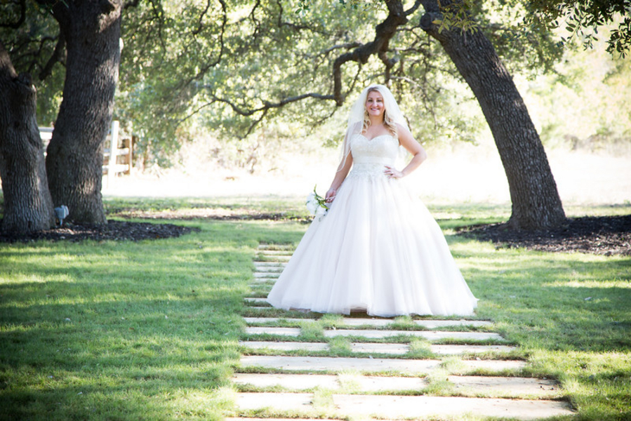 {Styled Shoot - Bridal Portraits} Elegant Vineyard meets Austin Country | Pink Light Images