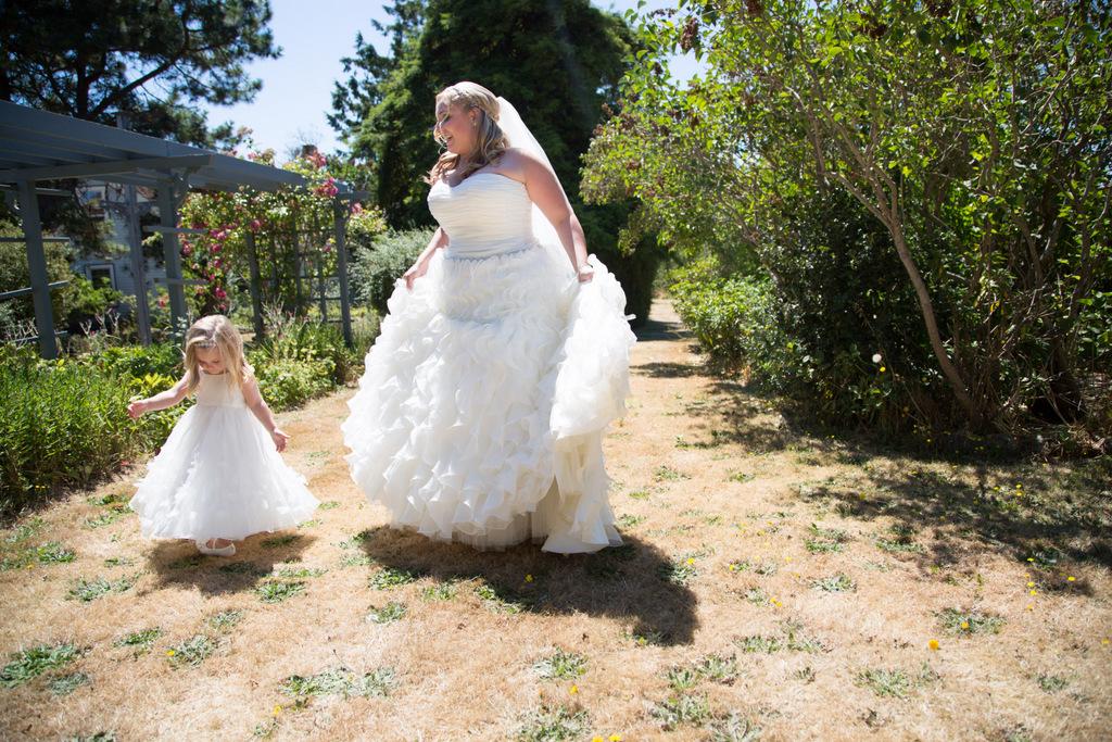 plus size wedding gown, plus size bride, tulle, plus size david's bridal wedding gown, flower girl