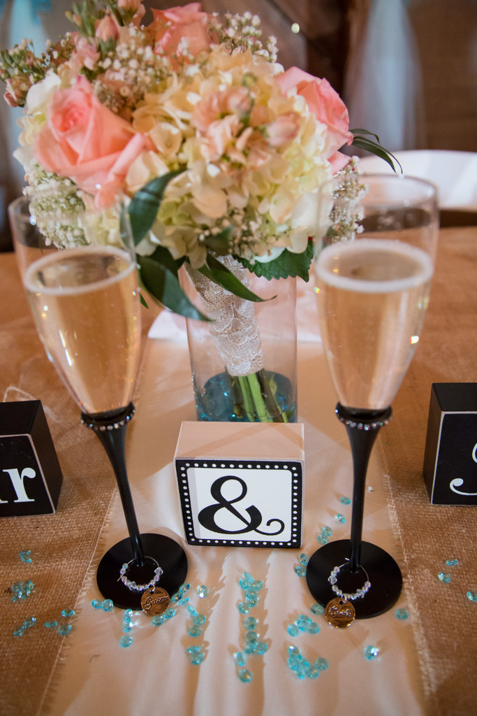 nautical diy table centerpiece, bouquet, starfish, mr and mrs blocks, champagne flutes