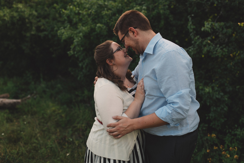 ENGAGEMENT | Canadian Engagment Session at Prince of Wales Train Bridge | Kymberlie Dozois Photography | Pretty Pear Bride