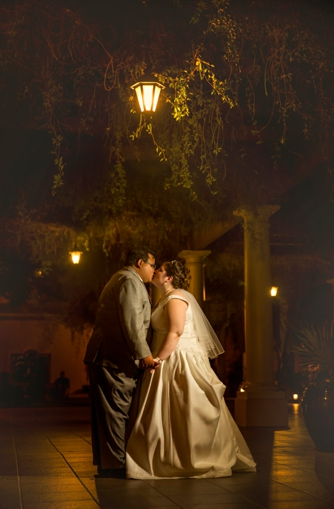 REAL WEDDING | Blue and Gold Arizona Golf Resort Wedding | Laura Gordillo Photography | Pretty Pear Bride