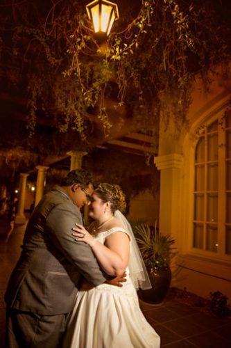REAL WEDDING   Blue and Gold Arizona Golf Resort Wedding   Laura Gordillo Photography   Pretty Pear Bride