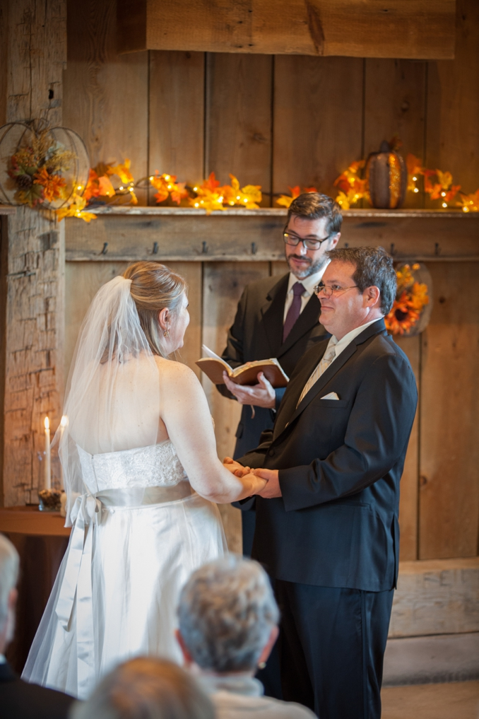 REAL WEDDING   Fall Barn Wedding in Ohio   Sarah Goldman Photography   Pretty Pear Bride