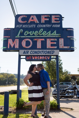 ENGAGEMENT | Sweet Southern Engagement Session at Historic Loveless Cafe | Jon Reindl Photography LLC | Pretty Pear Bride