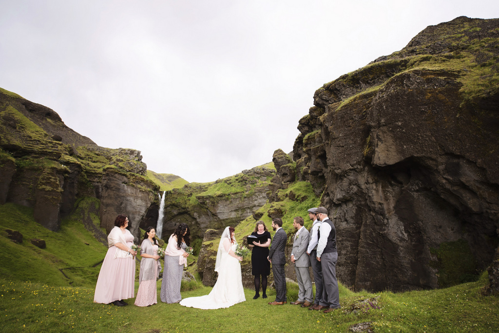 REAL WEDDING | GOLD, GRAY AND BLUSH ICELAND WEDDING | Christina Barnum Photography | Pretty Pear Bride