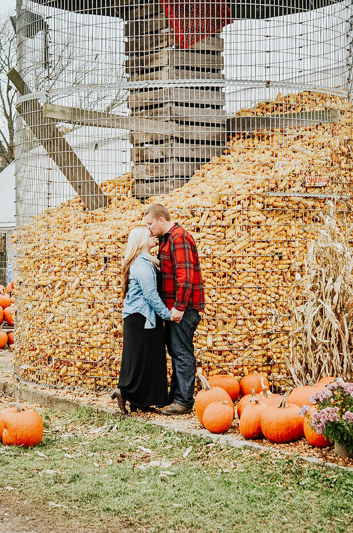 ENGAGEMENT | Farm Meets City Engagement Session | Hawthorne & Vine Photography | Pretty Pear Bride