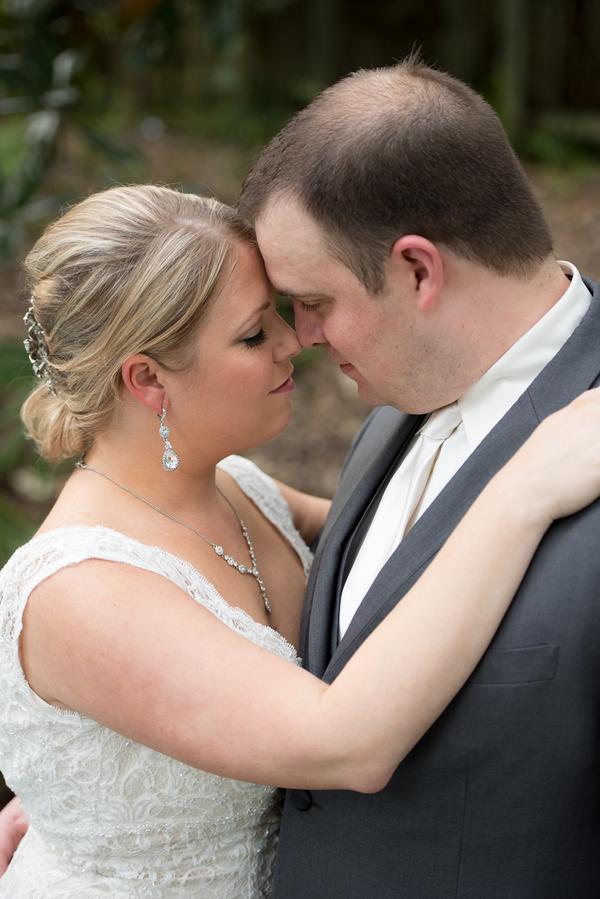 REAL WEDDING | Garden Wedding in Florida | Corner House Photography | Pretty Pear Bride