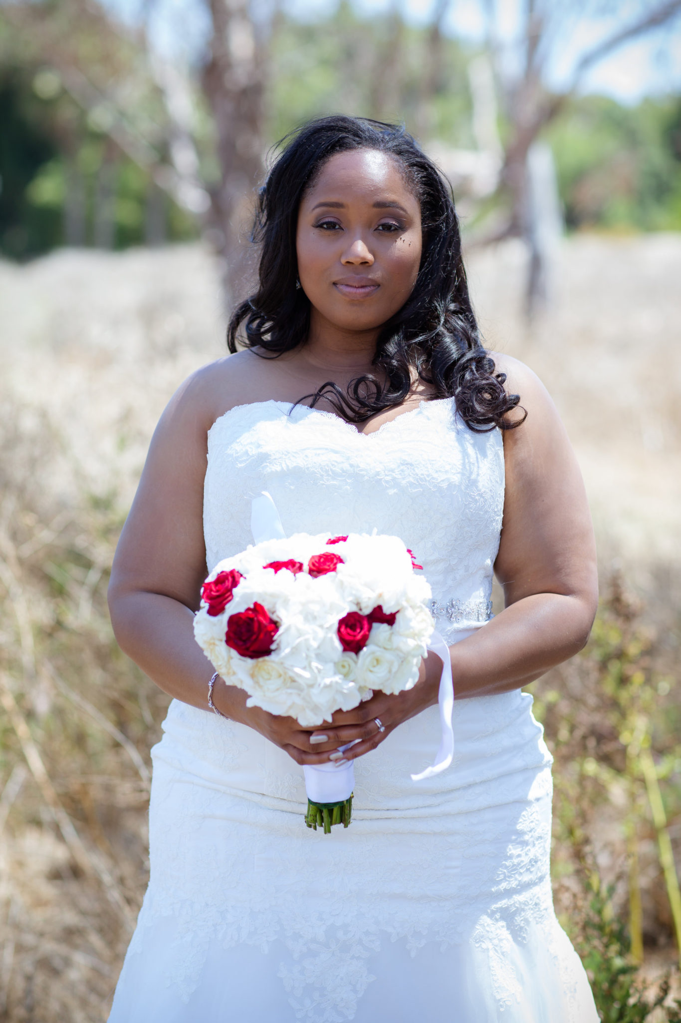 REAL WEDDING | Red, White and Black Wedding | Blossom Blue Photography | Pretty Pear Bride