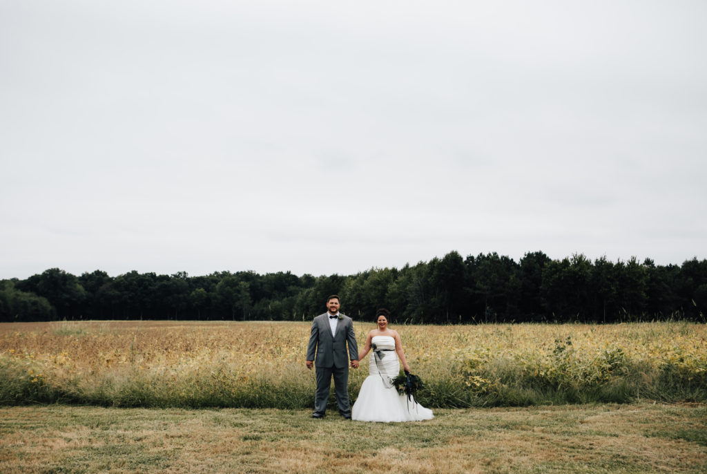 REAL WEDDING | Black, White and Copper Wedding in Maryland | Amanda Sutton Photography | Pretty Pear Bride