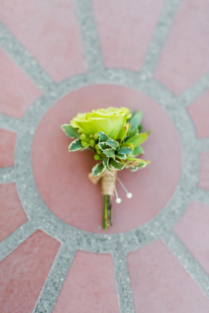 REAL WEDDING | Modern Rustic Wedding with Green, White and Pops of Peach | Kaysha Weiner | Pretty Pear Bride