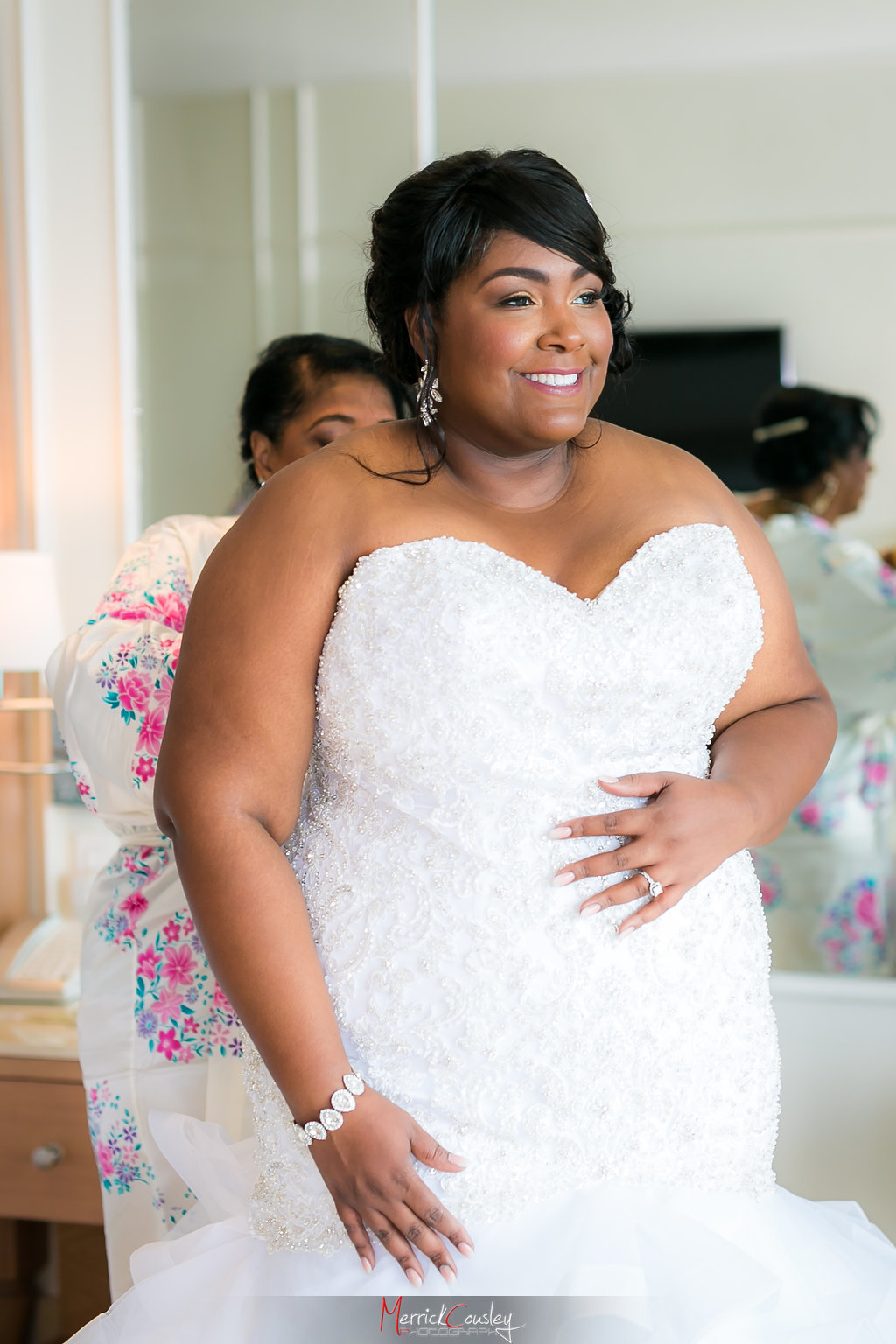 REAL WEDDING | WHITE, GOLD AND COBALT JAMAICAN DESTINATION WEDDING | Merrick Cousley Photography | Pretty Pear BrideREAL WEDDING | WHITE, GOLD AND COBALT JAMAICAN DESTINATION WEDDING | Merrick Cousley Photography | Pretty Pear Bride