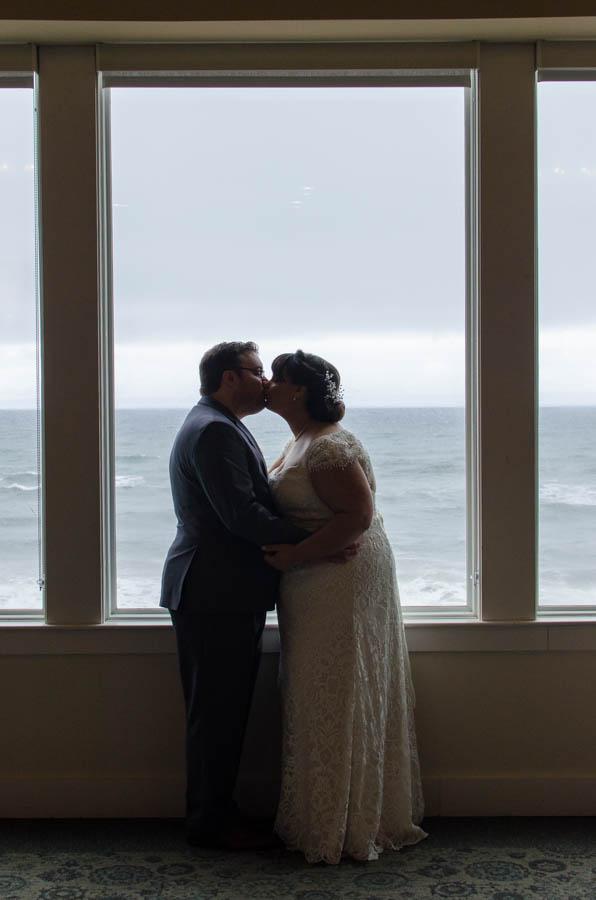 REAL WEDDING | CLASSIC OCEANSIDE WEDDING | MR DREW PHOTOGRAPHY | Pretty Pear Bride