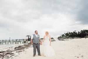 REAL WEDDING | Blue, Gold and White Destination Wedding | Karina Jensen | Pretty Pear Bride