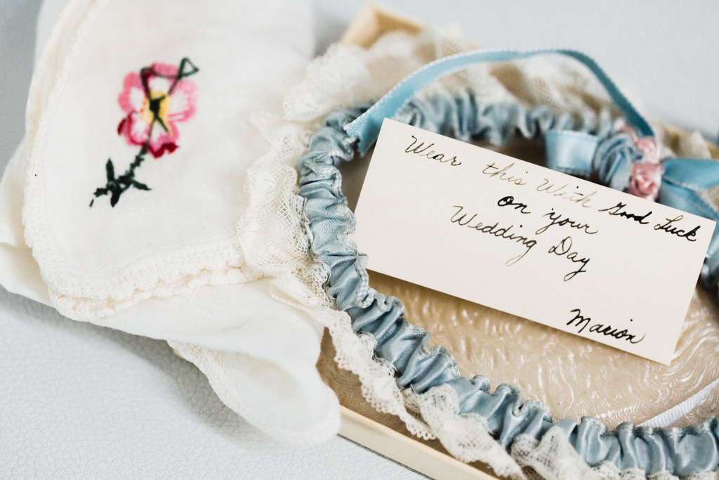 REAL WEDDING | Blue, Gold and White Destination Wedding | Karina Jensen | Pretty Pear Bride