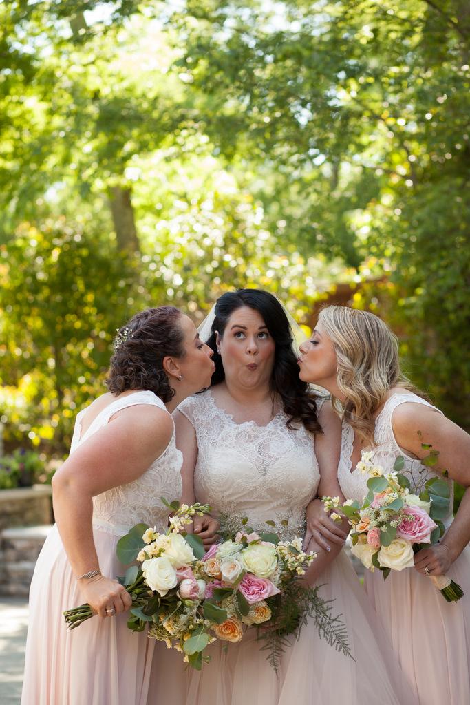 REAL WEDDING   Romantic Country Wedding in Nashville   Jon Reindl Photography   Pretty Pear Bride