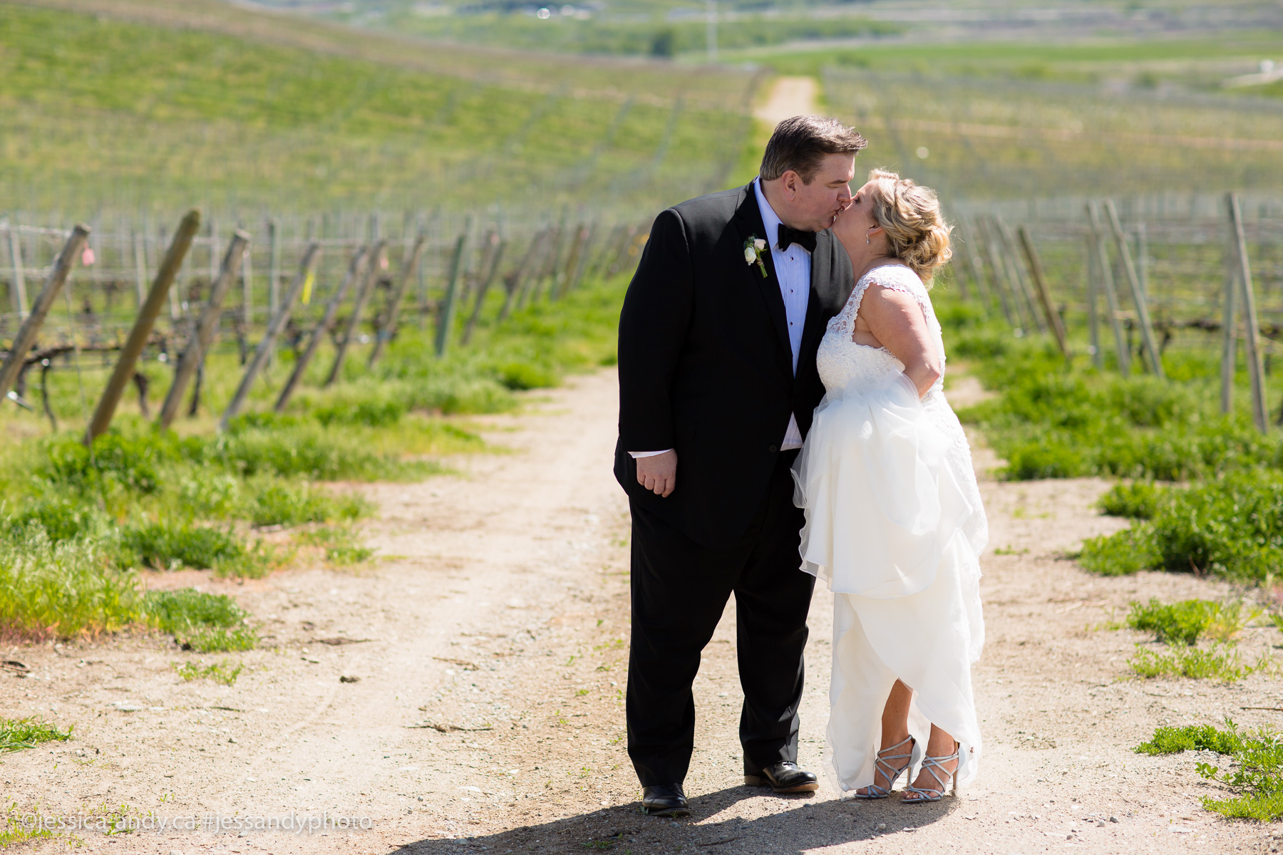REAL WEDDING   Wine Tasting Wedding in Napa Valley   Jessica & Andy Photography   Pretty Pear Bride