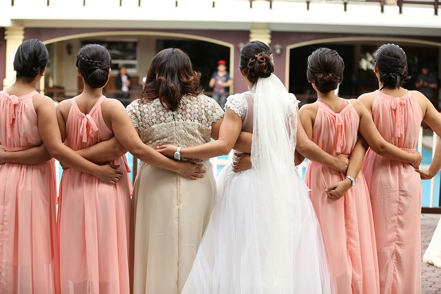 PLANNING | How to Ask Your Friends to Be Your Bridesmaids | Pretty Pear Bride