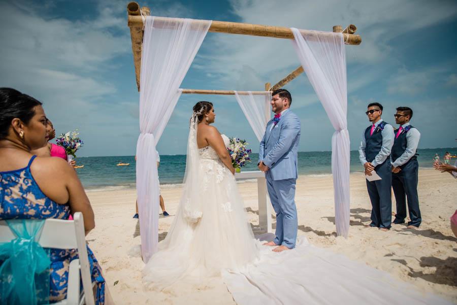 REAL WEDDING | Fuchsia and Blue Tropical Fete in Mexico | Spot Studio | Pretty Pear Bride