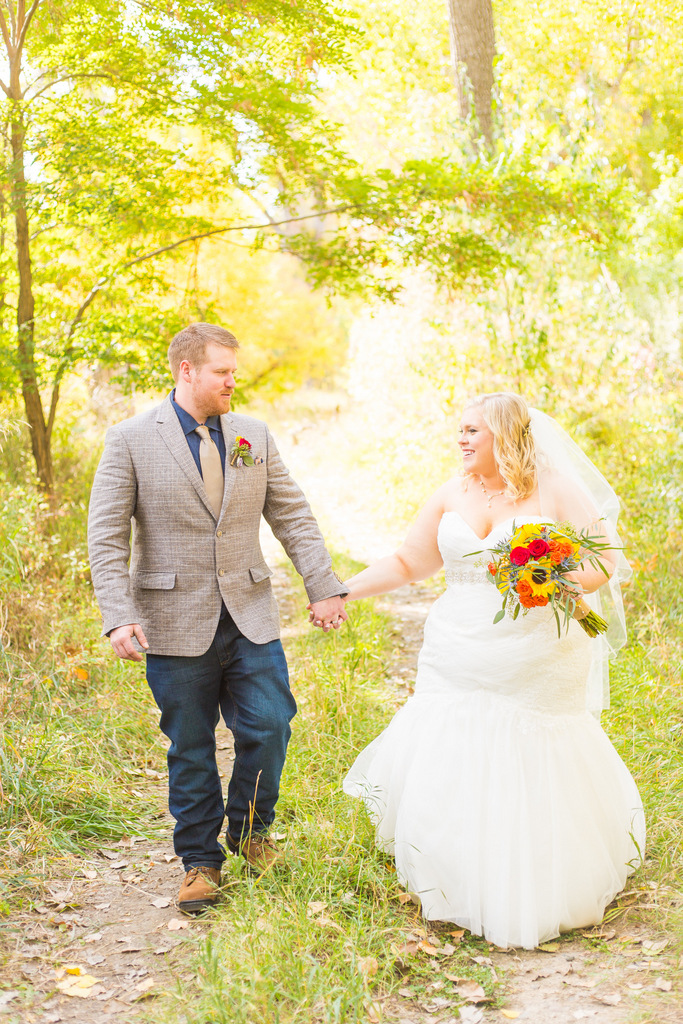 plus size bride, fall wedding, rustic wedding, sunflower wedding