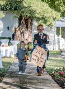 ENGAGEMENT | Romantic and Whimsical Fall Wedding in Illinois | Simpson Photography | Pretty Pear Bride