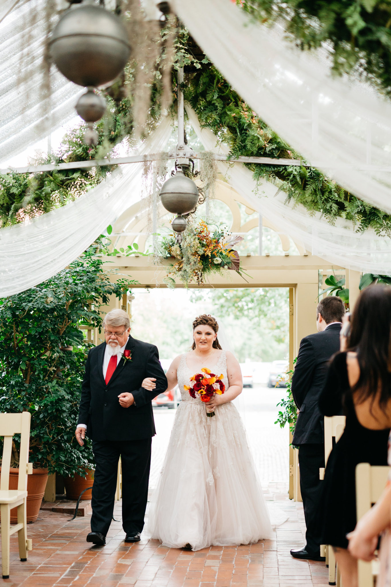REAL WEDDING | Fall Missouri Wedding at The Conservatory | Zoe Life Photography | Pretty Pear Bride
