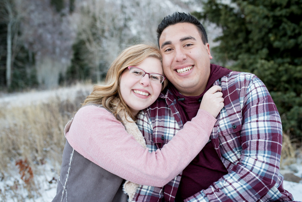 ENGAGEMENT | Mountains + Snow = EPIC Snuggle Session | Flying Gull Photography | Pretty Pear Bride