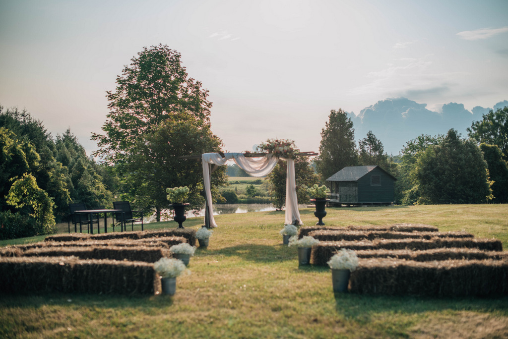 REAL WEDDING | Romantic Backyard Brunch Canadian Wedding | The Right Moments Photography | Pretty Pear Bride