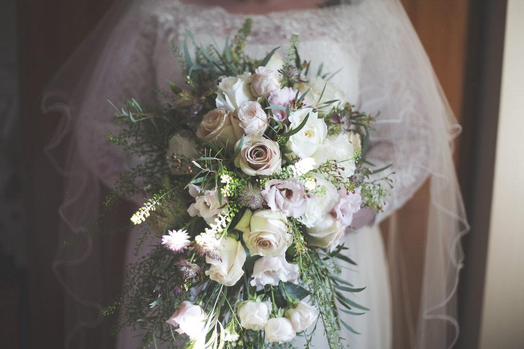REAL WEDDING | Romantic England Wedding Breakfast | Sam Sanders Photography | Pretty Pear Bride