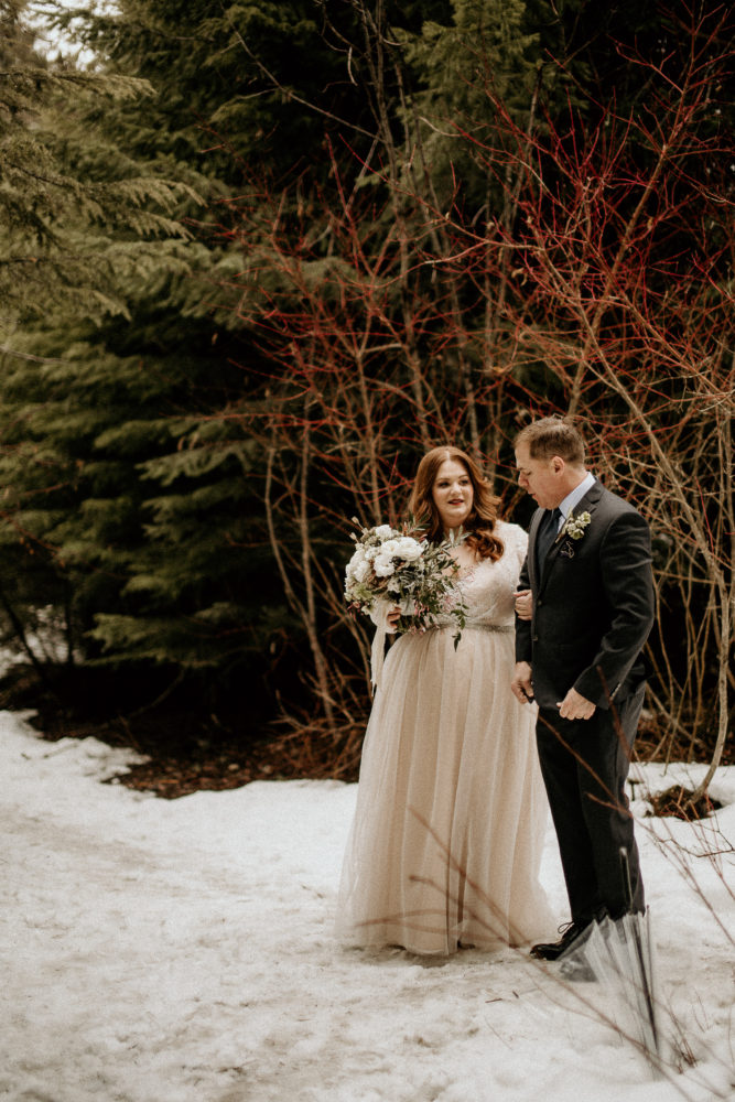 REAL WEDDING | Intimate and Romantic Elopement Style Lake Wedding in Canada | Dani Photography | Pretty Pear Bride