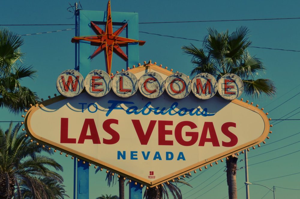 PLANNING   Alternative Weddings: Las Vegas   Pretty Pear Bride