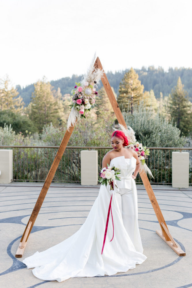 STYLED SHOOT | Summer Velvet Inspired Shoot Featuring Curvy Unicorn | Regina Kay Popova | Pretty Pear Bride