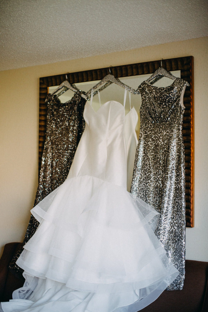 REAL WEDDING   Glitzy Glam + Starry Night in Illinois  Candace Sims Photography   Pretty Pear Bride