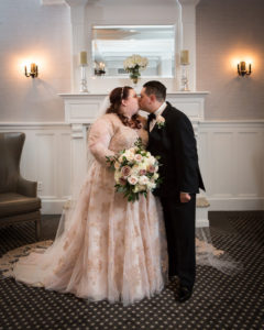 REAL WEDDING | Classic and Romantic Massachusetts Wedding | Stephen Sedman Photography | Pretty Pear Bride