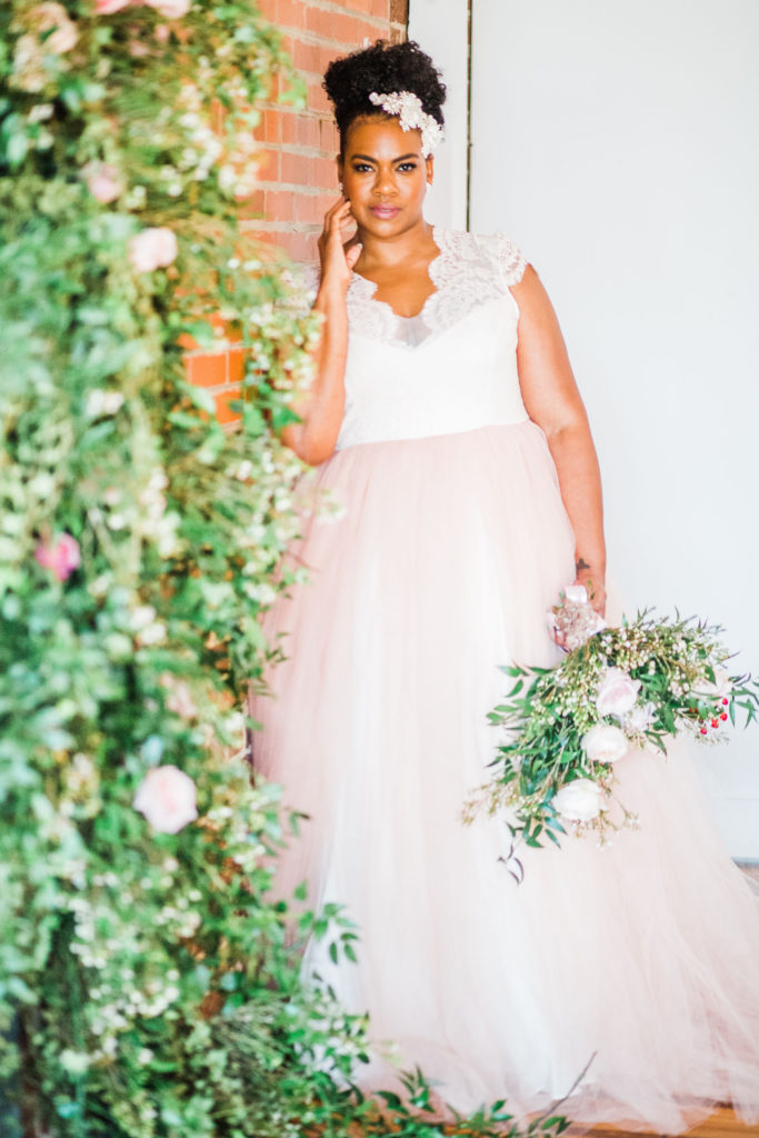 plus size brides, pretty pear bride, ella and oak, plus size wedding dresses