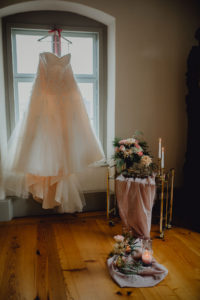 STYLED SHOOT |Dreamy and Modern Inspirational Shoot in Germany | Herzschrift Photography | Pretty Pear Bride