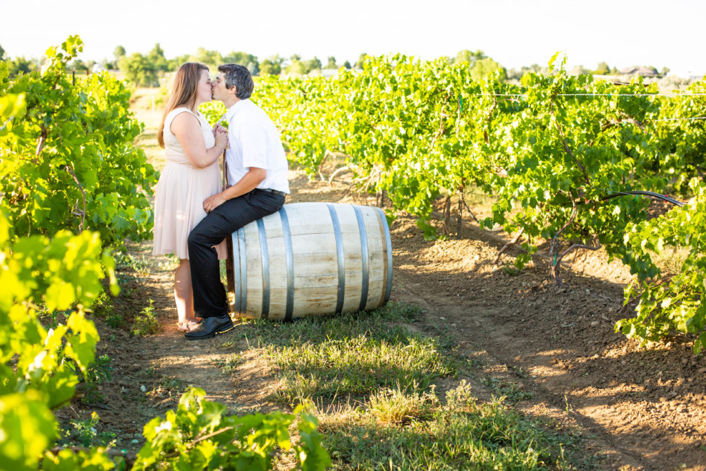 ENGAGEMENT | Blush & Gold Colorado Vineyard Engagement | Lucy Schultz Photography | Pretty Pear Bride