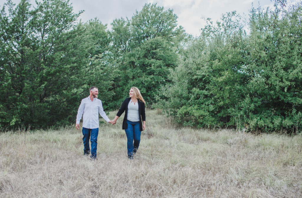 ENGAGEMENT |Outdoor Engagement Session in Texas Nature Preserve | Pretty Pear Bride