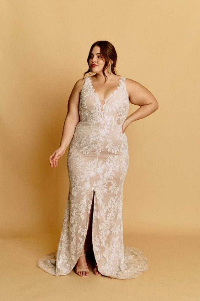 plus size bride, halseene, plus size wedding dress,