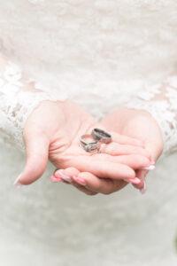 plus size bride, wedding rings