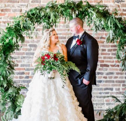Real Wedding |Christmas Wedding at The Press Room Knoxville|Amanda May Photos | Pretty Pear Bride