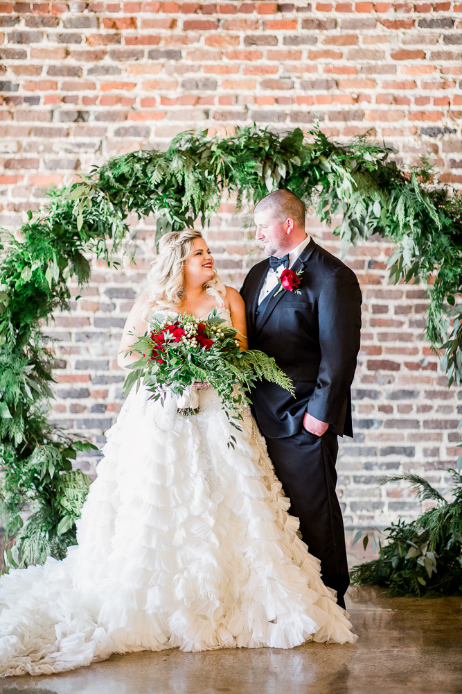 Real Wedding |Christmas Wedding at The Press Room Knoxville|Amanda May Photos | Pretty Pear Bride