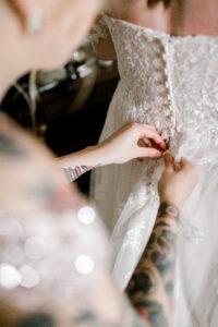 plus size bride, plus size wedding dress, Essense of Australia